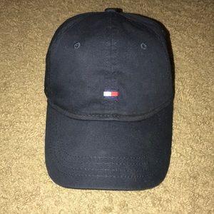 TOMMY HILFIGER Men's Classic Flag Adjustable Hat